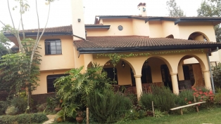 S352:Magnificent 6 bedroom house for sale in Karen near Twala (Quick sale)