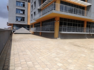 C089:prestigious  building with a mixture supermarkets, shops, and offices in Kilimani.(1500sq ft)