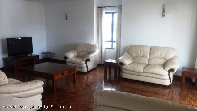 R1018:Stunning 4 bedrooms duplex penthouse apartment in picturesque Lavington area.