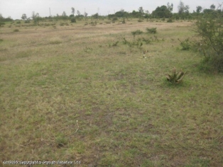 p122 :9 acres  in Thika  near Garissa  rd junction.